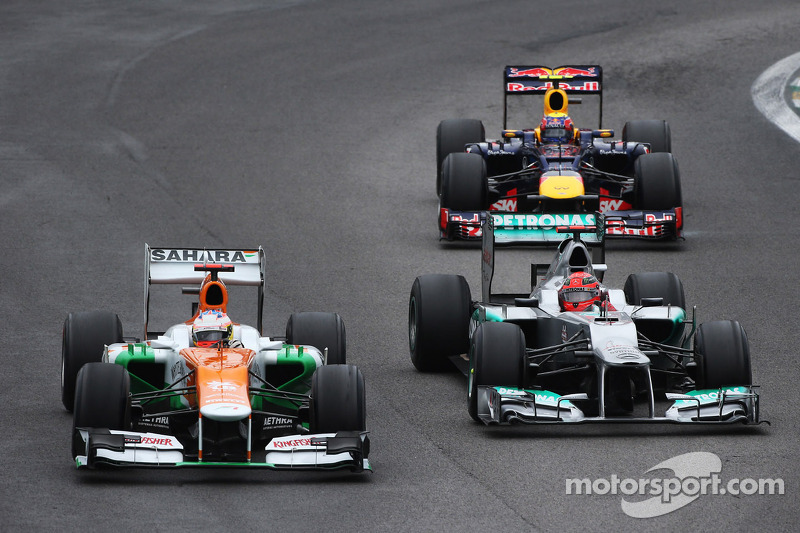 Paul di Resta, Sahara Force India, y Michael Schumacher, Mercedes AMG F1
