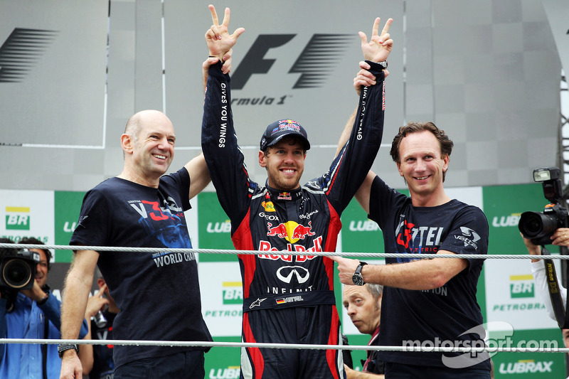 Sebastian Vettel, Red Bull Racing viert wereldtitel met Adrian Newey, Red Bull Racing Chief Technical Officer, Christian Horner, Red Bull Racing Team Principal en het team