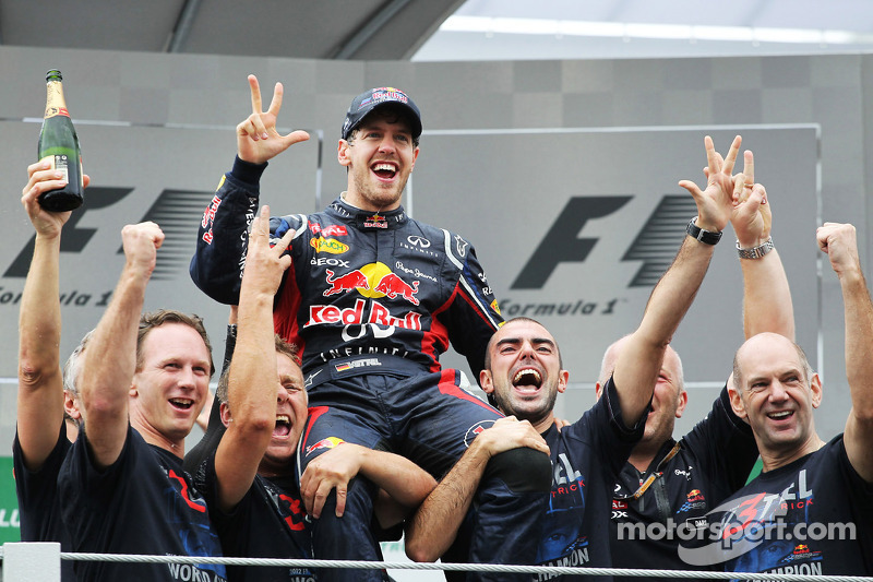 Себастьян Феттель святкує перемогу в чемпіонаті