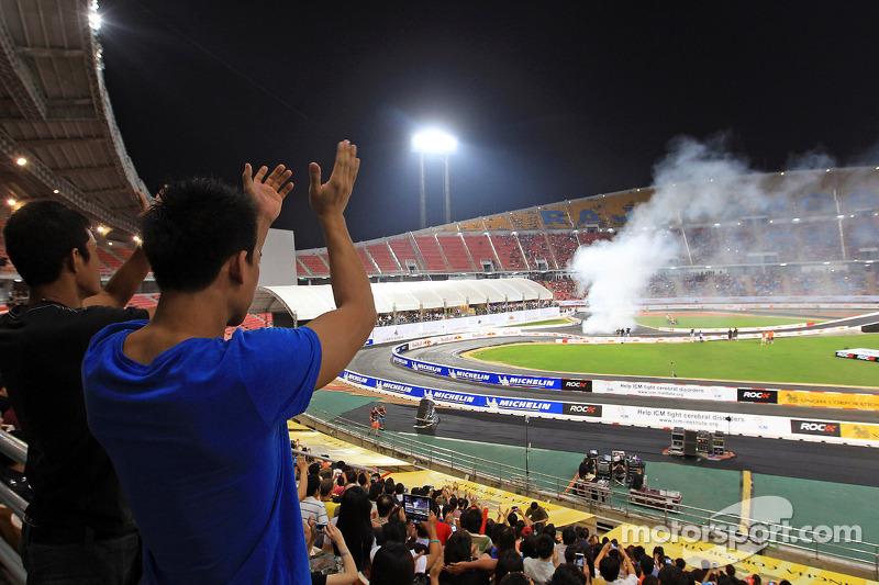 Fans bekijken ROC Asia
