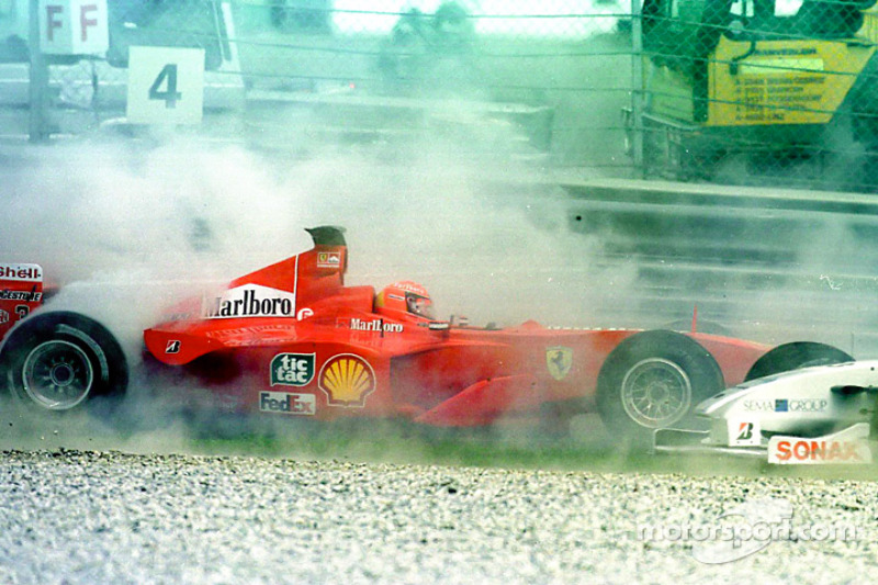 Inicio: Michael Schumacher choque
