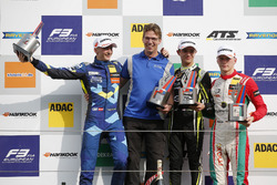 Подіум: переможець Ландо Норріс (Carlin, Dallara F317 Volkswagen), другий призер Фердінанд Габсбург (Carlin, Dallara F317 Volkswagen), третій призер Максиміліан Гюнтер (Prema, Dallara F317 Mercedes)