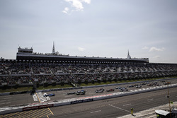 Takuma Sato, Andretti Autosport Honda leads at the start