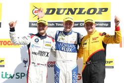 Podum: 1.  Ashley Sutton, Team BMR Subaru Levorg; 2. Mat Jackson, Motorbase Performance Ford Focus; 3. Colin Turkington, West Surrey Racing BMW 125i M Sport