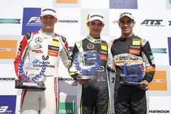 Podio de novato: ganador Lando Norris, Carlin Dallara F317 - Volkswagen, segundo lugar Mick Schumacher, Prema Powerteam, Dallara F317 - Mercedes-Benz, tercer lugar Jehan Daruvala, Carlin, Dallara F317 - Volkswagen
