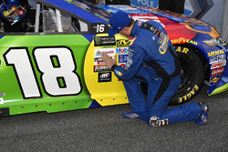 Kyle Busch, Joe Gibbs Racing Toyota wins the pole