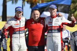 Победители Крис Мик и Пол Нейгл, Citroën World Rally Team, руководитель команды Ив Маттон