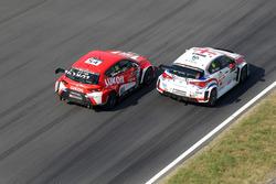 Давит Каджая, GE-Force, Alfa Romeo Giulietta TCR, и Джеймс Нэш, Lukoil Craft-Bamboo Racing, SEAT León TCR