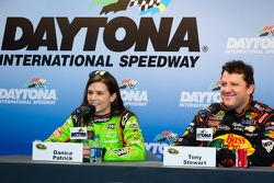 Danica Patrick, Stewart Haas Racing Chevrolet and Tony Stewart, Stewart Haas Racing Chevrolet