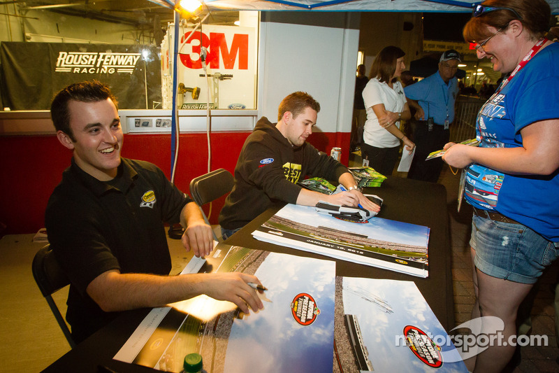 Austin Dillon, Richard Childress Racing Chevrolet en Ricky Stenhouse Jr., Roush Fenway Racing Ford