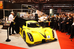 Phill Abbott, Radical MD e Andy Wallace, mostram o all-new Radical RXC