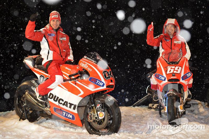 Andrea Dovizioso y Nicky Hayden, Ducati Marlboro Team presentan sus motos