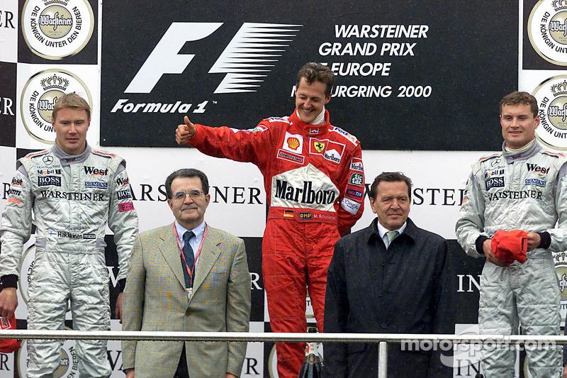 2000. Нюрбургрінг. Подіум: 1. Міхаель Шумахер, Ferrari. 2. Міка Хаккінен, McLaren-Mercedes. 3. Девід Култхард, McLaren-Mercedes
