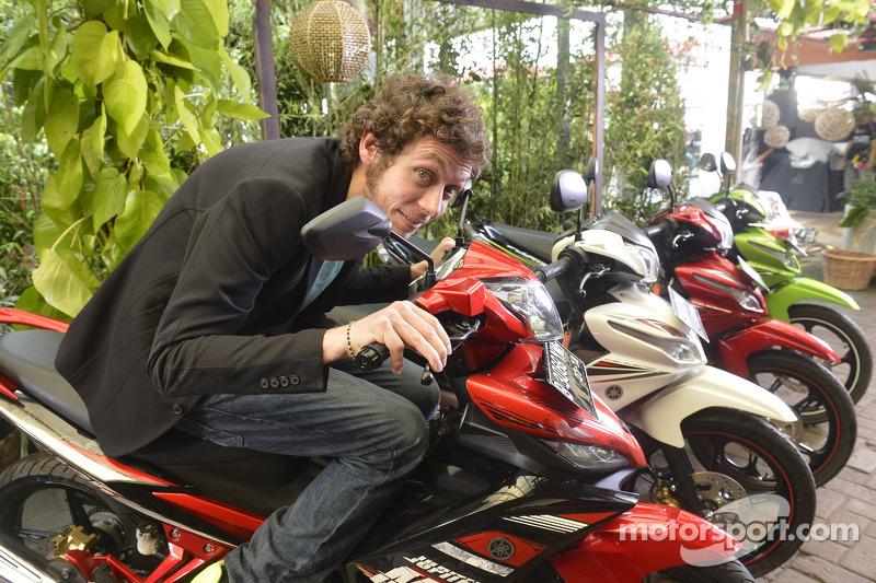 Валентино Росси. Презентация команды Yamaha Factory Racing, презентация.