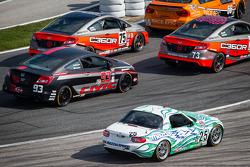 #25 Freedom Autosport Mazda MX-5: Tom Long, Derek Whitis komt los van de grond
