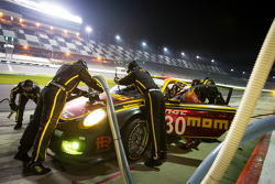 Pit stop #30 MOMO/NGT Motorsport Porsche GT3: Jakub Giermaziak, Henrique Cisneros, Sean Edwards, Patrick Pilet