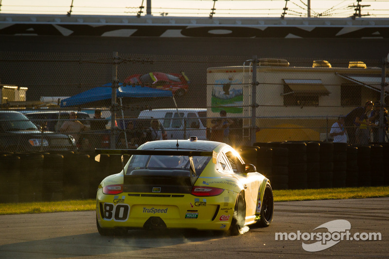#80 TruSpeed Motorsports Porsche GT3: Kelly Collins, Phil Fogg, Tom Haacker, Jim Walsh in de problemen