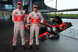 Jenson Button, McLaren y Sergio Pérez, McLaren con el nuevo McLaren MP4-28