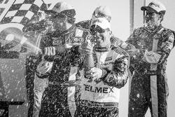 DP podium: champagne voor Scott Pruett