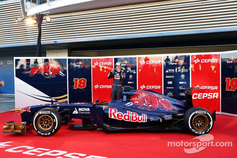 Jean-Eric Vergne, Scuderia Toro Rosso STR8 with the new Scuderia Toro Rosso STR8
