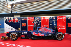 Jean-Eric Vergne, Scuderia Toro Rosso STR8 with the new Scuderia Toro Rosso STR8
