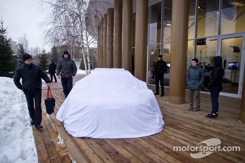 Audi представила машину DTM в Москве, 2013, презентация.