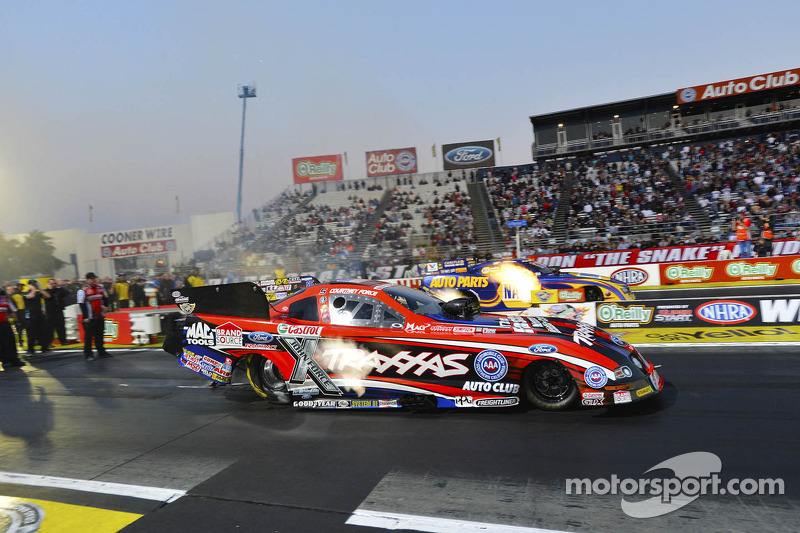 Courtney Force en Ron Capps