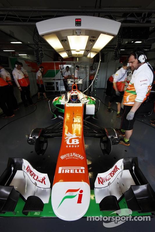 Paul di Resta, Sahara Force India VJM06 nos pits