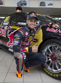 Casey Stoner con Holden, manejará en la Dunlop Development Series
