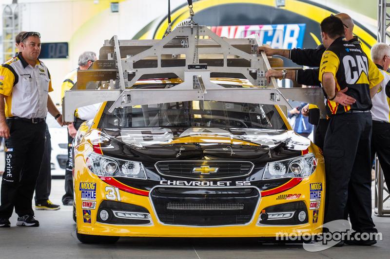 De auto van Jeff Burton, Richard Childress Racing Chevrolet bij de technische keuring
