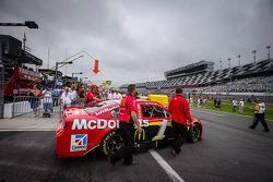 Car of Jamie McMurray, Earnhardt Ganassi Racing Chevrolet pushed to the starting grid