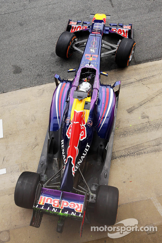 Sebastian Vettel, Red Bull Racing RB9 running flow-vis paint on the rear wing and rear diffuser