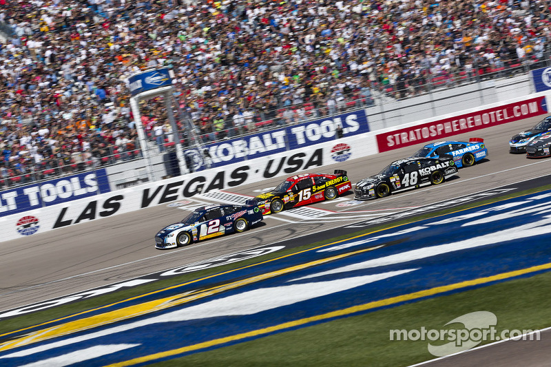 Start: Brad Keselowski, Penske Racing Ford leads the field