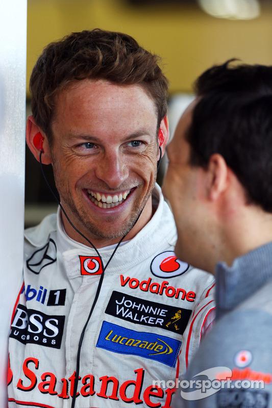 Jenson Button, McLaren com o Gary Paffett, Piloto de Testes da McLaren