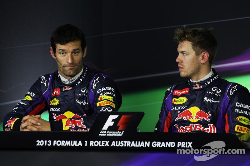 (L naar R): Mark Webber, Red Bull Racing en polesitter Sebastian Vettel, Red Bull Racing bij de FIA-persconferentie