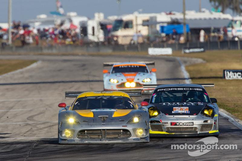 #93 SRT Motorsports SRT Viper GTS-R: Jonathan Bomarito, Tommy Kendall, Kuno Wittmer, #27 Dempsey Rac