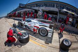 Pit stop for #2 Audi Sport Team Joest Audi R18 e-tron quattro: Lucas di Grassi, Tom Kristensen, Allan McNish