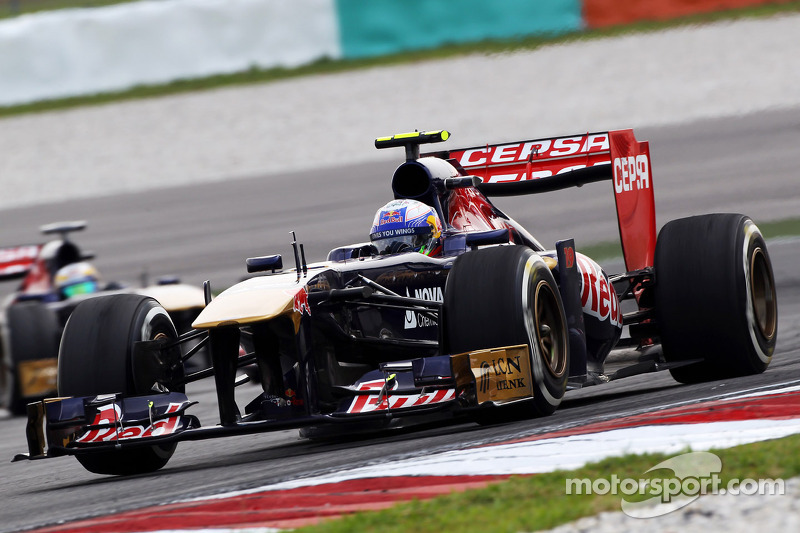 Daniel Ricciardo, Scuderia Toro Rosso STR8 voor teamgenoot Jean-Eric Vergne, Scuderia Toro Rosso STR8