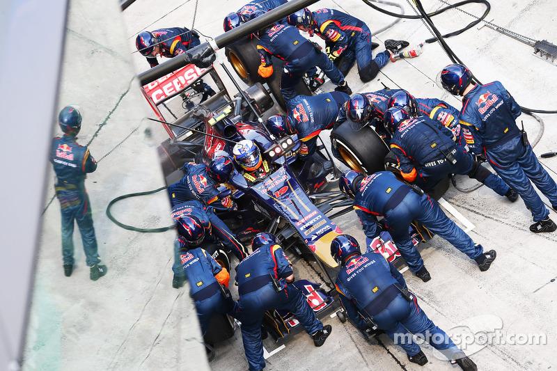 Daniel Ricciardo, Scuderia Toro Rosso STR8 maakt een pitstop
