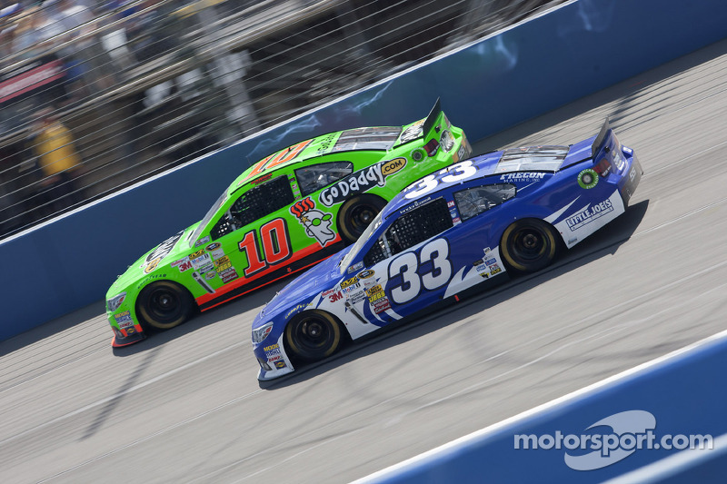 Danica Patrick, Stewart-Haas Racing Chevrolet en Landon Cassill, Richard Childress Racing Chevrolet