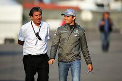 Pasquale Lattuneddu, of the FOM with Nico Rosberg, Mercedes AMG F1
