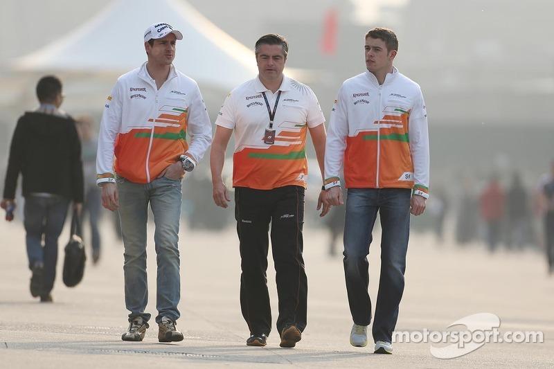Adrian Sutil, Sahara Force India F1 met Andy Stevenson, Sahara Force India F1 Team Manager en Paul d