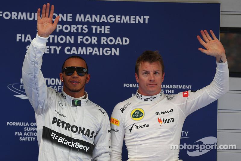 Ganador de la pole position Lewis Hamilton, Mercedes AMG F1 segundo lugar de Kimi Raikkonen, Lotus F