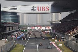 Lewis Hamilton, Mercedes AMG F1 W04 on the formation lap