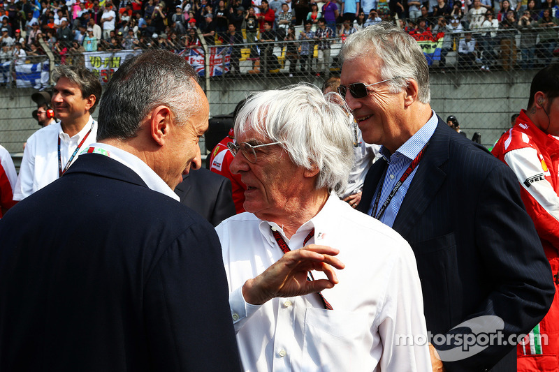 Bernie Ecclestone, CEO Formula One Group, op de grid