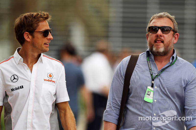 (L naar R): Jenson Button, McLaren met Richard Goddard, Manager