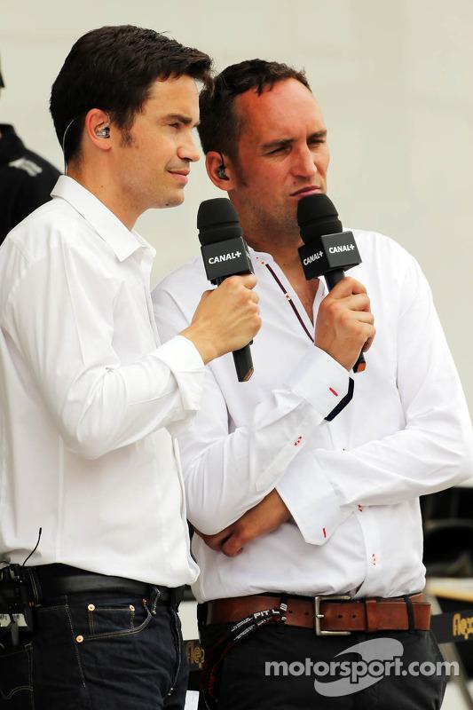 (Da esquerda para direita): Thomas Senecal, apresentador e editor chefe do Canal+, com Franck Montagny, apresentador do Canal+