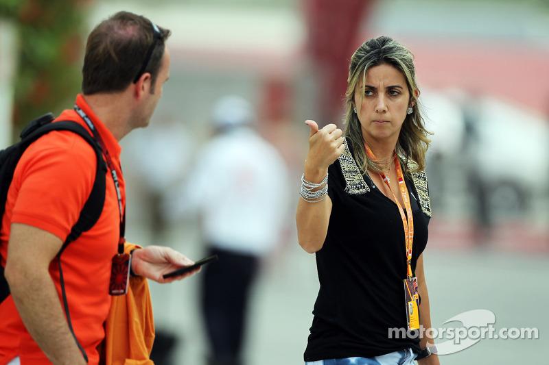(L naar R): Rubens Barrichello, met Rafaela Bassi, vrouw van Felipe Massa
