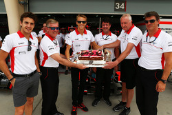 Max Chilton, Marussia F1 Team comemora his 2segundo aniversário com a equipe