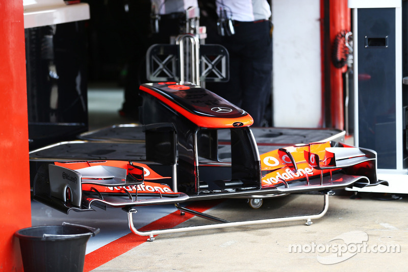 New front wing for Sergio Perez, McLaren